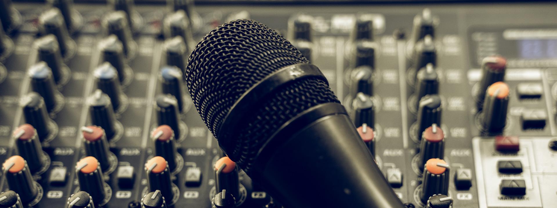 Microfono su mixer danny dj matrimonio